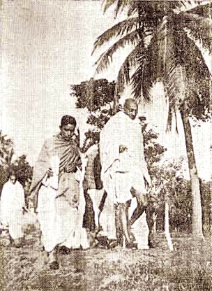 Gandhiji returning to his cottage in Mahisadal after a walk in the field - Photo by Patrika